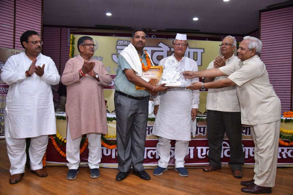 Ramesh Rawat received Manak ornamentation