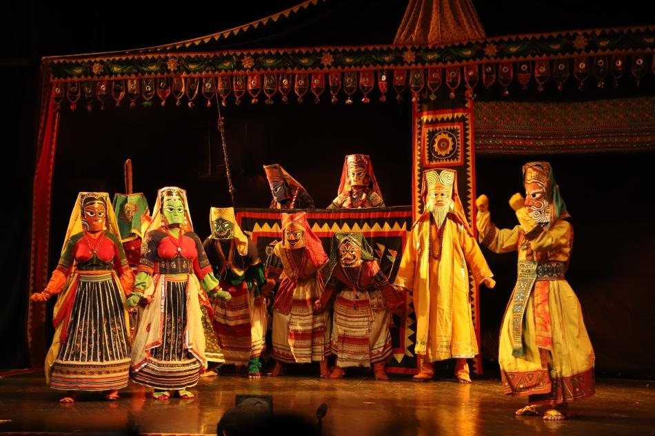 कठपुतली बन अनोखे अंदाज में दी नृत्य नाटिका 'रामायण' कीप्रस्तुति