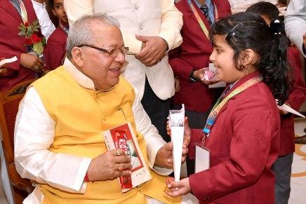 राज्यपाल ने बच्चों के साथ मनाया बालदिवस